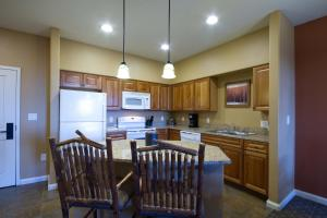A kitchen or kitchenette at Club Wyndham Steamboat Springs