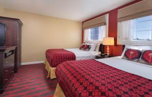 A bed or beds in a room at Peacock Suites