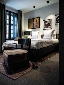 A bed or beds in a room at Boutiquehotel 't Fraeyhuis