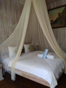 A bed or beds in a room at Solabose Cottages