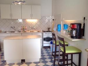 A kitchen or kitchenette at Kék Sziget Pihenőház
