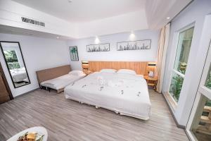Кровать или кровати в номере Cactus Resort Sanya by Gloria