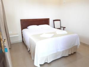A bed or beds in a room at Royal Point Arugambay