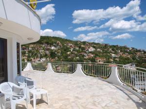 Балкон или тераса в Сънрайс Къща за Гости