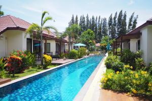 Het zwembad bij of vlak bij Pinnacle Grand Jomtien Resort and Beach Club
