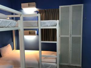 A bunk bed or bunk beds in a room at Ryokan Muntri Boutique Hostel