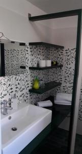 A bathroom at Casa Flavio B&B