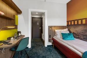 En eller flere senge i et værelse på Richmond Hotel