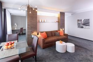 A seating area at Concept Living Munich Serviced Apartments