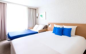 Cama o camas de una habitación en Novotel Nice Aéroport Cap 3000