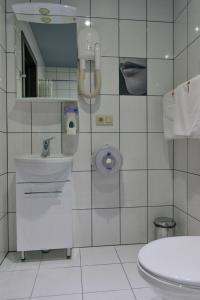 Ванная комната в Алекс отель на Дыбенко