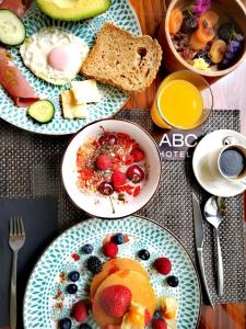 Breakfast options available to guests at ABC Hotel Porto - Boavista