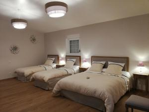 A bed or beds in a room at Un Parfum de Campagne