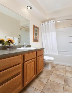 A bathroom at Club Wyndham Grand Lake