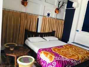 Łóżko lub łóżka w pokoju w obiekcie Bob Hostel - Hakuna Matata