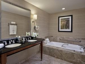 A bathroom at Loews New Orleans Hotel