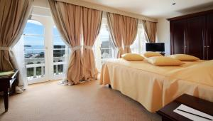 A bed or beds in a room at Arbiana Heritage Hotel