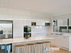 A kitchen or kitchenette at Pukeko Beach House, Rhyll
