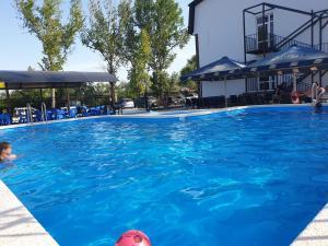 Бассейн в Calypso All inclusive Resort Hotel или поблизости