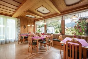 Ein Restaurant oder anderes Speiselokal in der Unterkunft Pension Garni Appartement Ortner