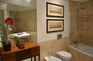 A bathroom at Lapa 82 Boutique Bed & Breakfast