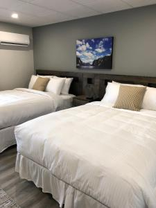 A bed or beds in a room at Ocean View Hotel