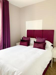 A bed or beds in a room at West Plean House