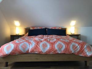 Ein Bett oder Betten in einem Zimmer der Unterkunft Pension Sommer