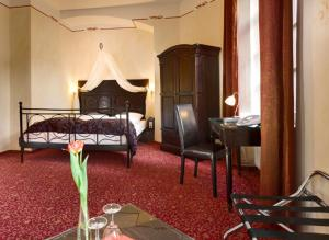 A bed or beds in a room at Hotel Sarotti-Höfe