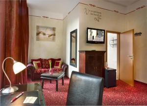 A seating area at Hotel Sarotti-Höfe