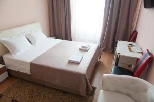 Un pat sau paturi într-o cameră la Hotel Florence