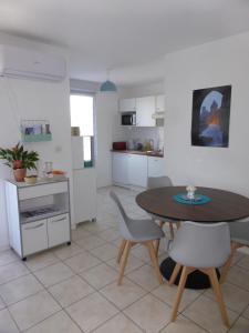A kitchen or kitchenette at Drissia&Othman Bella Vista