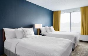 A bed or beds in a room at SpringHill Suites by Marriott Richmond North/Glen Allen