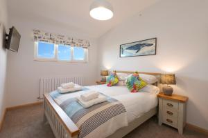 A bed or beds in a room at Porth Veor Manor Villas & Apartments