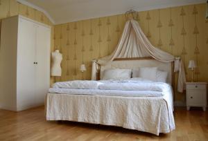 Säng eller sängar i ett rum på Hotell Vaxblekaregården