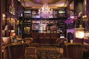 Lounge oder Bar in der Unterkunft The Pavilions Amsterdam, The Toren