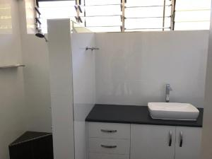 A bathroom at Frangipani Beachfront Lodge 208 on Hamilton Island by HamoRent