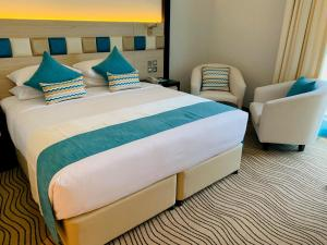 A bed or beds in a room at City Avenue Hotel