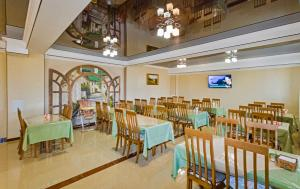 A restaurant or other place to eat at Olimp Guest House