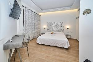 A bed or beds in a room at Hotel Bajamar Ancladero Playa