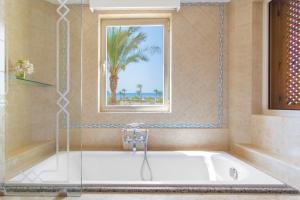 Um banheiro em Kempinski Hotel Soma Bay