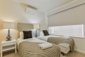 A bed or beds in a room at Brunswick Vibe - StayCentral