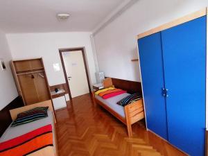 Postelja oz. postelje v sobi nastanitve Hostel Šest pik