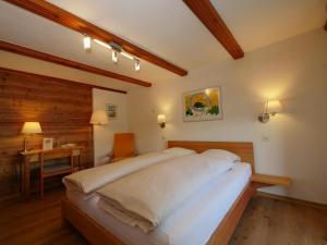 Ein Bett oder Betten in einem Zimmer der Unterkunft Hotel Alpenblick