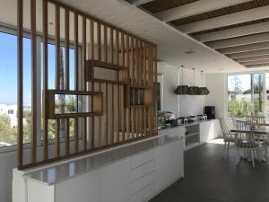 A kitchen or kitchenette at Casa Grande Hotel
