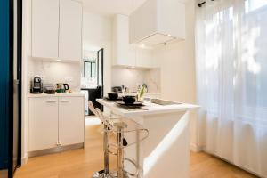 A kitchen or kitchenette at Ma Cote d'Emeraude