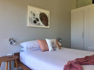 A bed or beds in a room at Eaglehawk Pavilions
