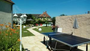 Ping-pong facilities at Le Domaine des Papillons or nearby