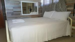 A bed or beds in a room at Le joyau hotel