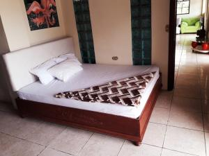 A bed or beds in a room at Cima Dorada Villa
